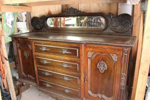 Antique Chippendale hutch cabinet for Sale in Long Branch, NJ