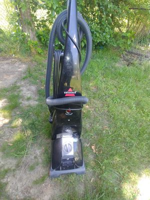 Bissell carpet cleaner vacuum for Sale in Clinton, MD