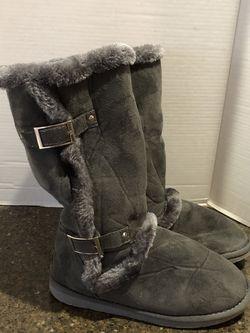 Ice Women's Gray Ugg Like Boots Size 9 for Sale in Manassas,  VA