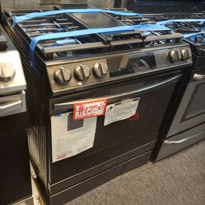 NEW SCRATCH AND DENT SAMSUNG BLACK STAINLESS STEEL GAS STOVE SLIDER IN WITH WARRANTY for Sale in Baltimore, MD