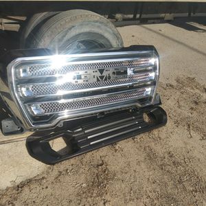 SELLING MY GMC FRONT GRILL for Sale in Houston, TX