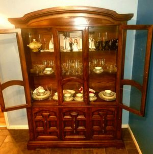 Wooden China Curio Cabinet (matching dining table available) for Sale in Saint Albans, WV