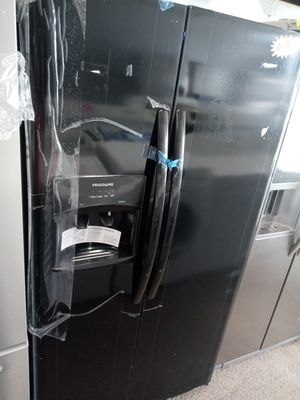 Black refrigerator side by side PERFECT CONDITION 4 MONTH WARRANTY for Sale in MD CITY, MD