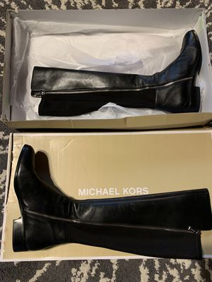 Michael Kors boots size 11 for Sale in Franklin Park, IL