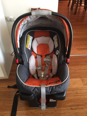 Graco snugride 35 car seat with base for Sale in Fairfax, VA