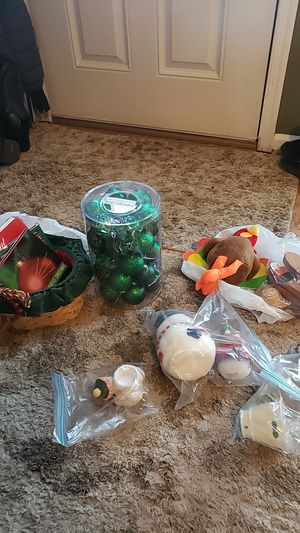 Free Christmas/Thanksgiving decorations for Sale in Woodbridge, VA