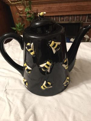 Department 56 black bee tea pot without lid for Sale in Cuyahoga Heights, OH