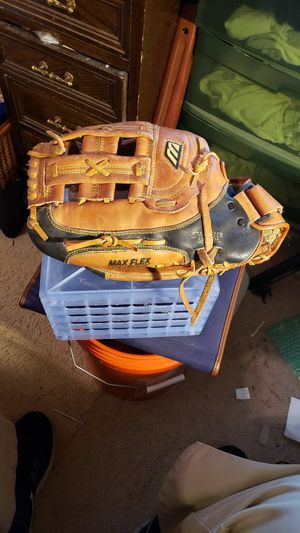 Mizuno Max Flex MZ 1395 Baseball Glove. 13 inch Professional Model. for Sale in Chesapeake, VA