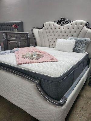Simmons Pillow Top Mattress Queen for Sale in Las Vegas, NV