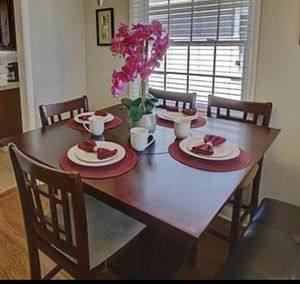 Kitchen Table W/Lazy Susan for Sale in Long Beach, CA