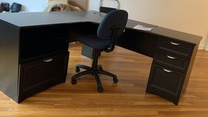 Large Corner Desk & Chair for Sale in Queens, NY
