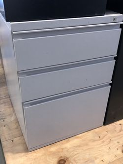 Pedestal File And Filing Cabinets for Sale in Fairfax,  VA