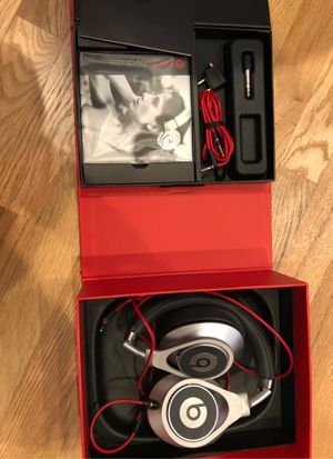 Beats by Dr Dre Executive for Sale in Renton, WA