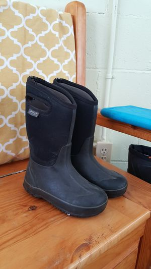 Bog Arctic winter boots Size 1 for Sale in Lake City, MI