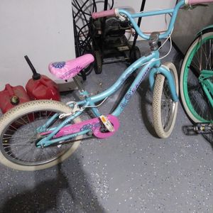 """Girls 20"""" Frozen Bike Free for Sale in Indianapolis, IN"""