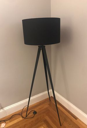 Tripod Floor Lamp w/ Foot Pad for Sale in Pawtucket, RI