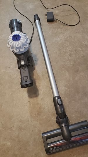 Dyson V6 cordless vacuum with attachments for Sale in Federal Way, WA