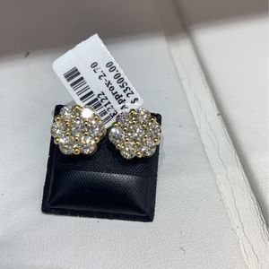 14k Gold Diamond Earring MANY OPTIONS AVAILABLE IN STORE for Sale in Los Angeles, CA