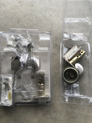 Free Door knob parts for Sale in Menifee, CA