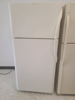 Frigidaire top freezer refrigerator used good condition with 90 days warranty for Sale in Mount Rainier, MD