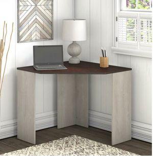 Corner desk for Sale in Dallas, TX