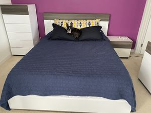 Clean, modern bedroom set, queen sized bed with nightstand and tall dresser for Sale in Los Angeles, CA