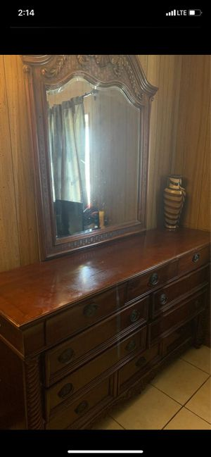 QUEEN BED FRAME , dresser , mirror , nightstand (1)USED FOR SALE DOESN'T INCLUDE MATTRESS for Sale in North Miami, FL