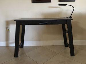 Small desk for Sale in Miami Gardens, FL