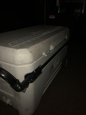 Large Igloo Cooler for Sale in Medley, FL