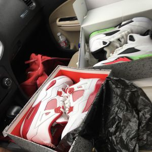 White & Red 4s & Space Jam 5s for Sale in Compton, CA