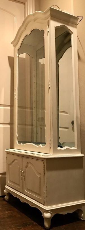 SHABBY CHIC MIRRORED HUTCH WITH LIGHTING for Sale in Grapevine, TX