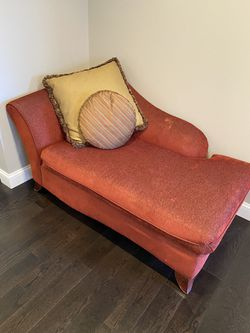 Carter Chaise For Sale for Sale in Commerce Charter Township,  MI