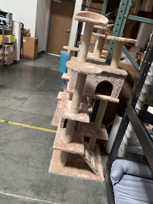 Cat tree/ dog bed/ dog cage/ cat scratched/ cat feeder/ water fountain / grass for Sale in Chino, CA