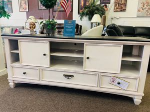 "Tv Stand 67"" for Sale in Beaumont, CA"