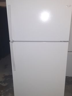 Refrigerator Whirlpool good Condition 3 Months warranty Delivery And Install for Sale in San Leandro,  CA