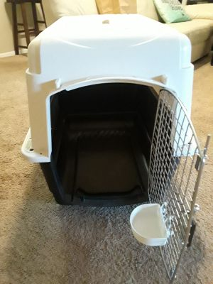 Plastic Dog Kennel Large size for dogs up to 50lbs pickup only for Sale in Orlando, FL
