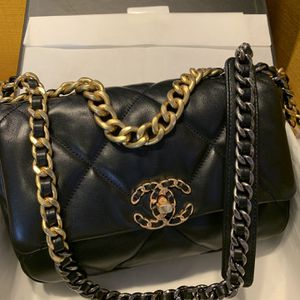 Chanel 19 Shoulder Bag for Sale in Atlanta, GA