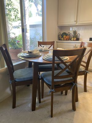 Kitchen Table & Chairs (Drop Leaf) for Sale in Chula Vista, CA