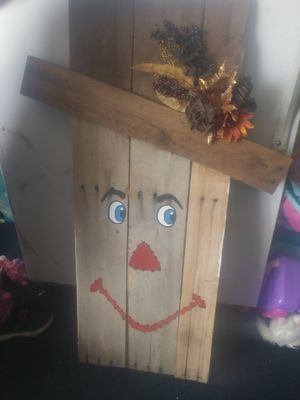 Pallet scarecrow / snowman decoration for Sale in Kingsport, TN