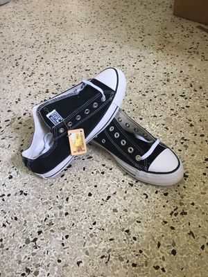 Converse low top black for Sale in Tampa, FL