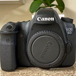 Canon EOS 6D 20.2 MP CMOS DSLR Camera for Sale in Oceanside, CA