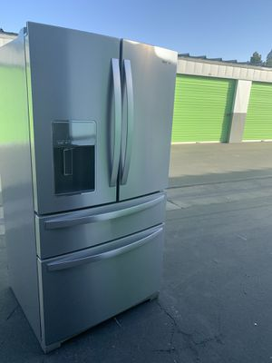 WHIRLPOOL FRENCH DOOR for Sale in Stockton, CA