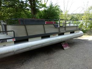 24ft pontoon w trailer for Sale in McConnelsville, OH