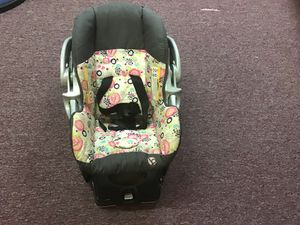 Car seat for Sale in Maple Heights, OH