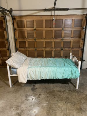 Twin bed metal frame for Sale in Modesto, CA