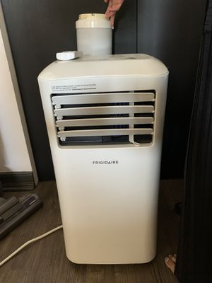 Frigidaire Air Conditioner BTU 8,000 (1 year old) for Sale in San Diego, CA