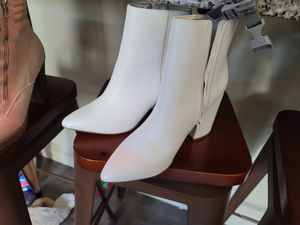 Size 8 White Pointed Toe Boots for Sale in Bellevue, WA