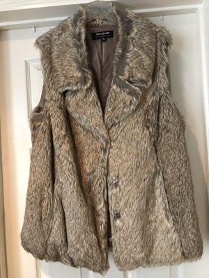 Fashion Nova XL fur coat vest new never used for Sale in Anaheim, CA