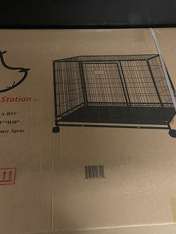Pet kennel With Catch Tray for Sale in Bakersfield,  CA