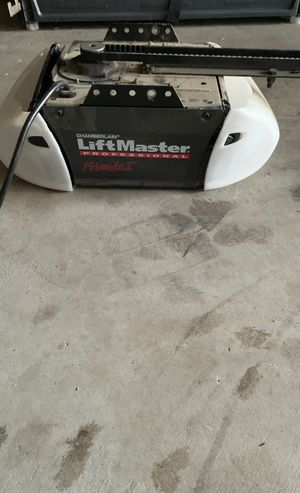 Lift master garage door opener for Sale in Etiwanda, CA